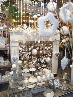 Maître artisan fleuriste: Tout de blanc vêtu, Noël est nordique chez Ultra Violette