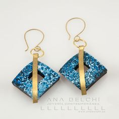 These earrings polymer clay inlaid brass are made using the technique Original Belchí Ana oxidations. Made entirely by hand, both of clay as formituras: inclusions, details and hooks.