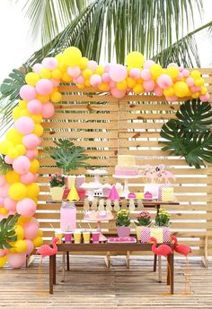 Festa flamingo e abacaxi DIY Pool Party Cakes, Pool Party Themes, Tropical Party Decorations, Tropical Decor, Party Ideas, Pool Party Invitations, Party Favors, Tropical Pool Landscaping, Pool Backyard