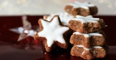 In Alsace, I discovered bredele. Good little biscuits scented with pure essence of Christmas! Discover this traditional and delicious recipe of cinnam. Xmas Cookies, Cake Cookies, Cookie Flavors, Cookie Recipes, Desserts With Biscuits, Biscuit Cookies, Pumpkin Spice Cupcakes, Christmas Cooking, Fall Desserts