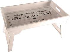 Artikeldetails:  Stilvolles Tablett, Mit Beinen zum Klappen, Maße (B/T/H): 41/32/8 cm,  Material/Qualität:  Aus Kiefer,  ...
