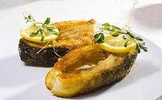 KARP SMAŻONY NA CHRUPKO-bez mulistego posmaku marynowany w ... Bagel, Delicious Food, Baked Potato, Seafood, Food And Drink, Baking, Ethnic Recipes, Pisces, Sea Food