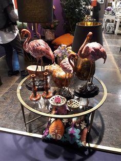 Natürlich ist der Flamingo bei Dekohersteller und Händler im kleineren Rahmen auch noch präsent. Art Deco Stil, Coffee Maker, Kitchen Appliances, Paris, Furniture, Home Decor, Dining Ware, Frame, Diy Kitchen Appliances