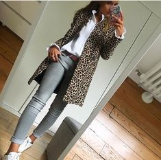 Leopard coat with grey jeans Timeless fa. Leopard coat with grey jeans Timeless fashion classic Fashion Mode, Look Fashion, Timeless Fashion, Autumn Fashion, Dress Fashion, Classic Fashion Outfits, Fashion Clothes, Feminine Fashion, Fashion 2018
