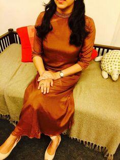 This dress reminding ma childhood! Salwar Designs, Kurti Designs Party Wear, Blouse Neck Designs, Dress Designs, Dress Indian Style, Indian Wear, Indian Gowns, Indian Outfits, Kurtha Designs