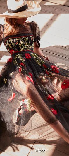 Elie-Saab-Vogue-Resort-2019