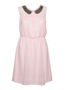 Śliczna, krótka sukienka z cienkiego, lekkiego materiału z ozdobnym kołnierzykiem z metalicznymi koralikami.