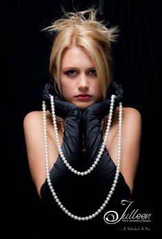Romantic Bliss in White Round Hull Pearls. Wear Double, Long or Wrap as a bracelet row). Each pearl is blissfully different. Candice – a must have! NB – Hull pearls look and… Long Pearl Necklaces, White Pearl Necklace, Pearl Bracelet, Pearl Jewelry, Pearl White, Bridal Jewelry, Jewelry Sites, Female Images, Lady