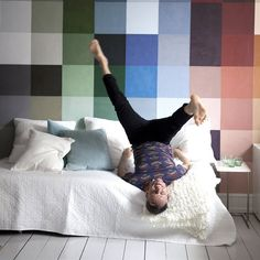 Fun ideas for small spaces Ideas Prácticas, Ikea Home, Inspirational Wallpapers, Home Bedroom, Bedrooms, Beautiful Interiors, Bean Bag Chair, Small Spaces, Wall Decor