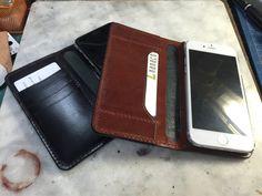 どちらかは失敗作(´;ω;`) #LeatherCraftl #handmade #レザークラフト #革 #iPhone6ケース