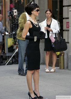Gossip Girl - TV Série - moda - look - style - estilo - inspiration - inspiração - fashion - chic - elegante - elegant - Blair Waldorf - Leighton Meester - modern - moderna - Audrey Hepburn - Calvin Klein - black dress - vestido preto - Prada - shoes - sapatos - Fendi - sunglasses - óculos de sol - Chanel - necklaces - colares