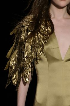 Andrew Gn at Paris Fashion Week Fall 2015 - Details Runway Photos Runway Fashion, Fashion Beauty, Fashion Show, Paris Fashion, Couture Fashion, Jeanne Lanvin, Michel Fugain, Bird Costume, Costume Wings
