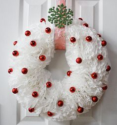How to make a Coffee Filter Christmas Wreath Tutorial. How to make a Coffee Filter Christmas Wreath Tutorial. Wreath Crafts, Diy Wreath, Christmas Projects, Holiday Crafts, Wreath Ideas, Spring Crafts, Flower Crafts, White Wreath, Christmas Mantels