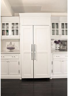 When it comes to a seamless transition from cabinets to appliances, custom paneling on the front of refrigerators and dishwashers to match the cabinetry is a trend that shows no signs of waning anytime soon.