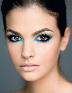 10 Estilos de Ojos de Fantasía en Tonos Azules ♥ #azul #fantasia #fiesta #maquillaje #MaquillajeAzuldenoche #MaquillajedeFantasía #Maquillajedenoche #morena #moreno #noche #OjosAzul #original #rubia #rubio
