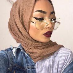 Pinterest @adarkurdish Flawless Face, Flawless Makeup, Sabina Hannan, Eyebrow Trends, Glasses Outfit, Hijab Evening Dress, Lovely Eyes, Girl Hijab, Tan Skin