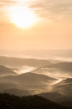 ovhul:    Morning sunrise over the hills