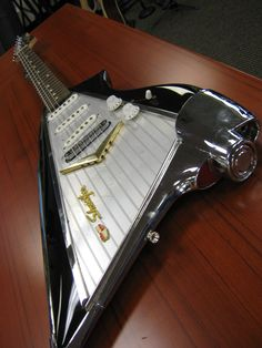 American Showster guitar that we got to see here at Brubaker yesterday. Talk about cool!