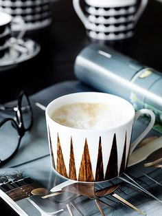 Coffe cup // House of Rym Muki Ruskea Coffee Cafe, Coffee Drinks, Coffee Spoon, Coffee Mugs, Coffee Break, Morning Coffee, Cafe Coton, Chocolates, Coffee With Friends
