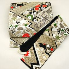 Black, two parts obi / 裂取りと花柄をあしらった古典柄の二部式帯 http://www.rakuten.co.jp/aiyama #Kimono #Japan #aiyamamotoya