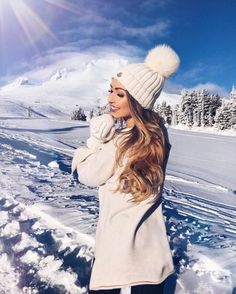 Image about girl in winter by illuminate on We Heart It Discovered by hazel_mrn. Find images and videos about girl, fashion and winter on We Heart It - the app to get lost in what you love. Snow Photography, Beauty Photography, Photography Poses, Snow Fashion, Winter Fashion, Girl Fashion, Ideas Para Photoshoot, Winter Girl, Shotting Photo