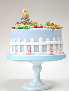 Peter Rabbit cake with picket fence :) Peter Rabbit Cake, Peter Rabbit Birthday, Peter Rabbit Party, Beatrix Potter Cake, London Cake, Bunny Party, Gateaux Cake, Beautiful Desserts, Baby Shower Cakes