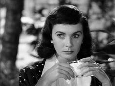 """Cara de ángel/""""Angel Face"""" (1952), con una Jean Simmons siempre encantadora, aunque haga, como aquí, de maligna, enloquecida y furibunda (¡pobre Robert Mitchum, su pareja en la película!) #ottopreminger #jeansimmons #classicfilm"""