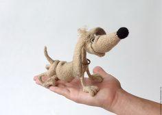 Купить Вязаная интерьерная игрушка Такса Генрих - бежевый, бежево-коричневый, собака игрушка
