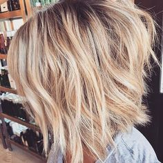 Happy FriYAY friends ☺️. We\'re all about these short lengths & this fab texture ahead of the weekend. #maneenvy courtesy of @antestradahair. Who\'s a fan of this?  #shorthairdontcare #hairinspo #hairgoals #fridayhaircrush #manegoals