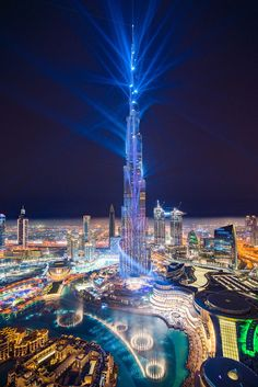 I was lucky to catch the 'Light Up laser show while in Dubai this month. The Guinness World Record-breaking laser show was on repeat after its first showing during last New Years Eve. Seeing it for the first time in real life really wowed me. Dubai Vacation, Dubai Travel, Dream Vacations, City Aesthetic, Travel Aesthetic, Overseas Jobs, Dubai World, Laser Show, Dubai City