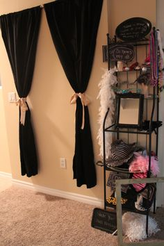 Photo booth Wall- cute idea for a DIY photo booth at a wedding Girl Sleepover, Sleepover Party, Spa Party, Slumber Parties, Party Fun, 13th Birthday Parties, Grad Parties, Girl Birthday, Birthday Ideas