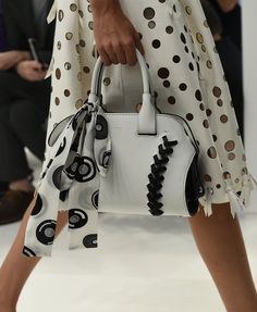 Spring Accessories Trends - Bags en Blanc - Tod's