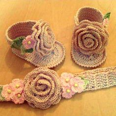@mariamfrantzis 0412.195.37.87 #hechoamano #crochet #crocheting #crochetadicted #instacrochet #tejer #tejiendo #tejido #arte #artesanal #handmade #diseñovenezolano #talentovenezolano #hechoenvenezuela #woman #bebé #baby #mom #mamá #hechoamano #girl #niñas #flowers #flores #shoes #zapatos #newmom #venezuela #maturin #islamargarita by mariamfrantzis