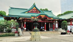 1  This roof style is traditional and common within the  Japanese culture. It is curved at the top and is a symbol of both religious and secular architecture. It would go great with the Japanese style or even Zen