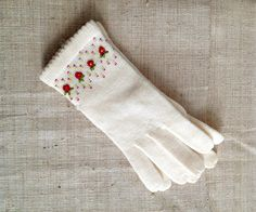 vintage deadstock japanese knit gloves with floral by sodafine, $24.00