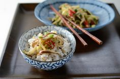 The mellow chayote turns into a Korean side dish. Chayote mushroom stir-fry in fresh chili and garlic makes delightful Korean style side dish. Chayote Recipes, Mushroom Stir Fry, Korean Side Dishes, Asian Recipes, Ethnic Recipes, Rice Bowls, Veggie Dishes, Vegetarian Recipes, Fries