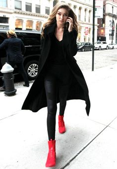 See the Major Statement Sneakers Gigi Hadid Wore in NYC See the Major Statement. - See the Major Statement Sneakers Gigi Hadid Wore in NYC See the Major Statement… See the Major S - Estilo Gigi Hadid, Gigi Hadid Style, Star Fashion, Fashion Photo, Fashion Models, London Fashion, Fashion Trends, Red Sneakers Outfit, Puma Sneakers