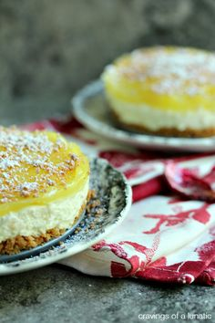 No Bake Lemon Cheesecake with Cannoli Crust | This dessert is perfect for days you don't want to turn on turn on the oven.
