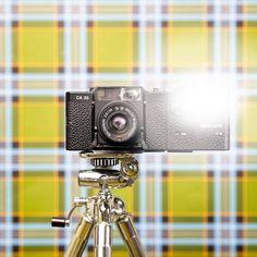 Balda CA 35 from the 80s Camera Wallpaper, Flash Wallpaper, Still Life Photography, Color Photography, Tartan Wallpaper, Camera Selfie, Vintage Flash, Vintage Cameras, Conceptual Art