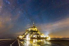 Incredible Long-Exposure Photo of the Milky Way Above Mont Saint-Michel Island