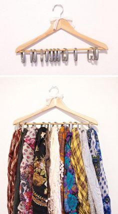 photo lifehacks-kleine-kledingkast-indelen-ideeen-gordijnringen-sjaals-kledinghanger_zpsf167c3ee.jpg