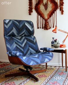 An amazing use of old jeans on this vintage lounge chair!