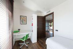 Una casa de 3 plantas de estilo moderno y funcional #hogarhabitissimo #dormitorio