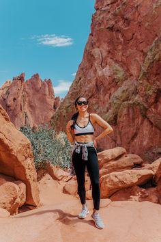 Colorado Travel Guide: Things to Do in Colorado Springs and Denver – Color & Chic - Sporty Outfits Colorado Hiking, Colorado Springs, Denver Colorado, Hiking Wear, Denver Travel, Arizona Road Trip, Brunette Woman, Vacation Pictures, Travel Guide