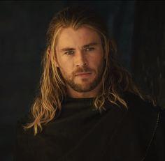 Atretes! Chris Hemsworth!