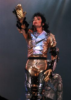 Am I the only one that ever wonders, why he liked to wear that on stage? He was probably sweating so bad because he dances in it.