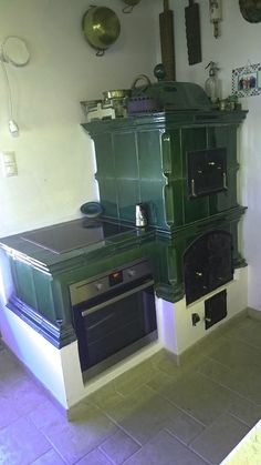 Wood Stove Cooking, Kitchen Stove, Home Decor Kitchen, Kitchen Interior, Kitchen Arrangement, Old Stove, Small Tiny House, Antique Stove, Vintage Stoves