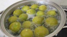 Zitronen sind eine Zitrusfrucht, die reich an Vitamin C und Antioxidantien ist, die freie Radikale bekämpft und die Entwicklung von Krebs stoppen