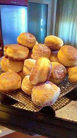 ΜΑΓΕΙΡΙΚΗ ΚΑΙ ΣΥΝΤΑΓΕΣ 2: Ντονατσάκια σπέσιαλ !!! Sweet Buns, Sweet Pie, Greek Desserts, Greek Recipes, Food Network Recipes, Food Processor Recipes, Cooking Recipes, Beignets, Donuts