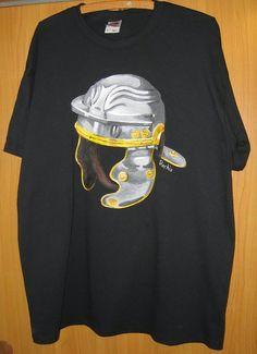 DIY: Hand painted t-shirt (Roman helmet)